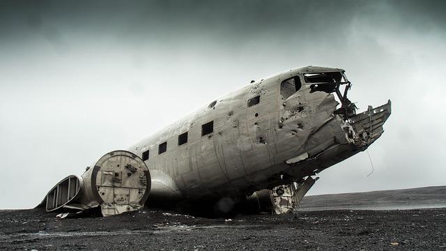 飛行機の残骸